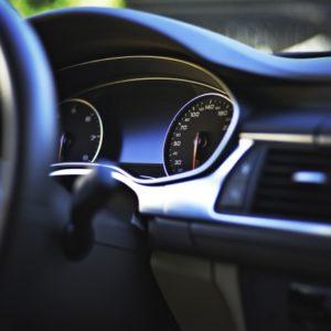 車のダッシュボードの画像